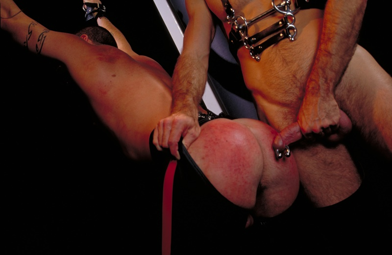 clubinfernodungeon-prince-albert-justin-southall-scott-samson-leather-fetish-fisting-anal-sex-buttplay-hairy-tattoos-bareback-sling-001-gay-porn-sex-gallery-pics-video-photo