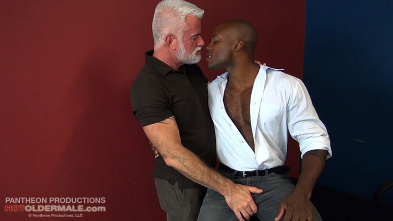 Hot Older Male sexy black muscle stud Osiris Blade breeds daddy Jake Marshall's mature asshole