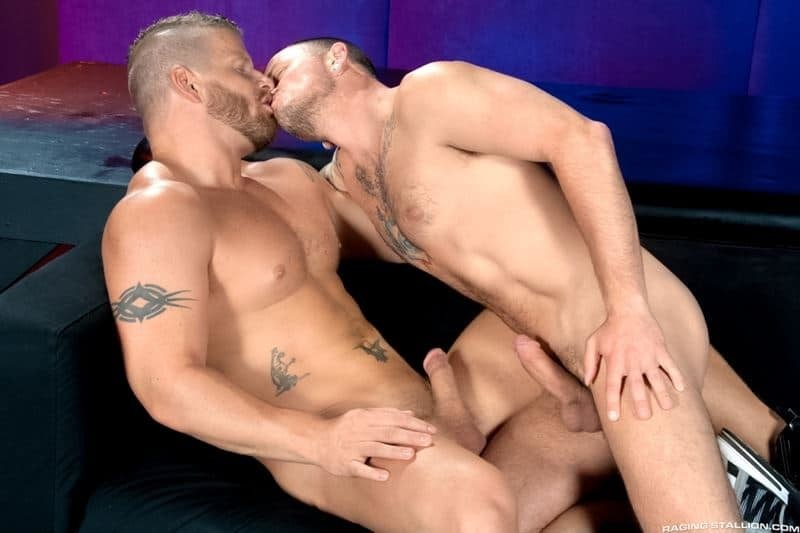 Big muscle dude Jeremy Stevens' huge cock fucks Max Cameron's hot bubble ass