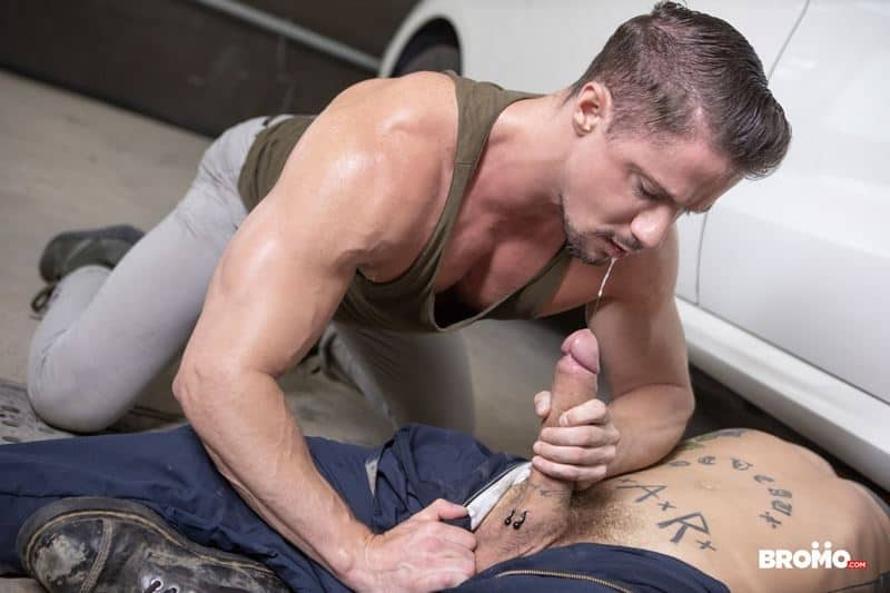 Hot tattooed muscle hunk Bo Sinn's huge dick barebacking sexy stud Skyy Knox's hot bubble ass